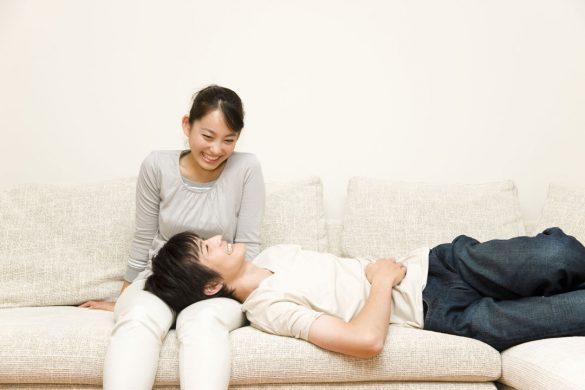 膝枕カップル夫婦ひざまくら