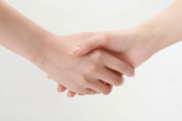 握手和解手をつなく