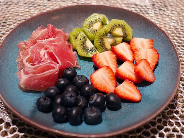 生ハムと果物