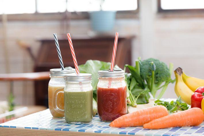 1日5皿は厳しい人が野菜を上手に取り入れるなら・・・ジュース?コンビニサラダ?