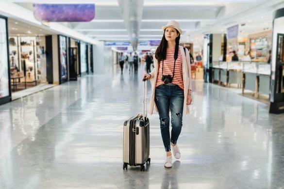 スーツケースは身体に近い場所で転がすのでがベスト