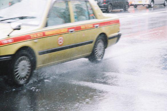 梅雨太り行動1 電車やタクシーを使うことが増える