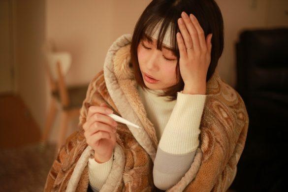 旅行の前に風邪をひいてしまった女性
