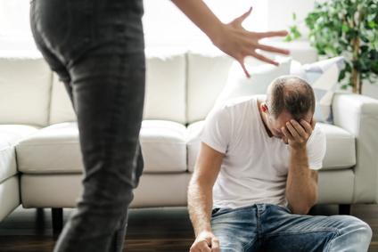 女性、妻から男性、夫への家庭内暴力DV