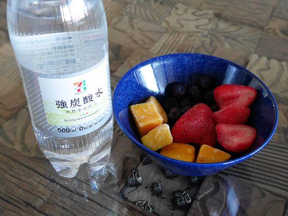 「炭酸水」×「冷凍フルーツ」=色鮮やかなノンアルコールカクテル