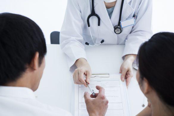 不妊治療に通う夫婦