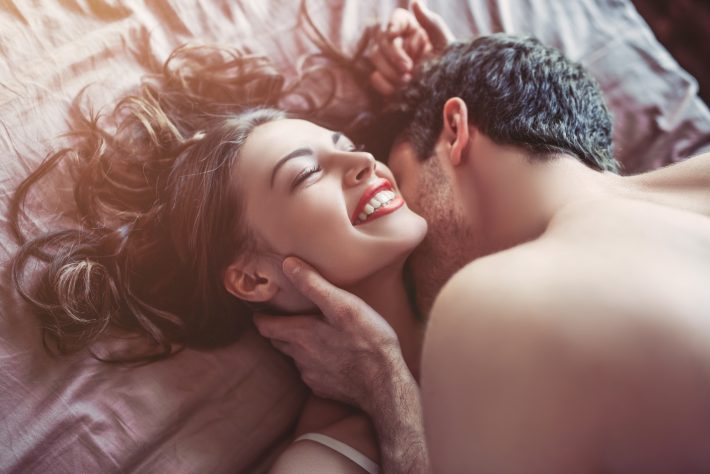 セックス中の喘ぎ声、男性が興奮するのは控えめ?激しめ?