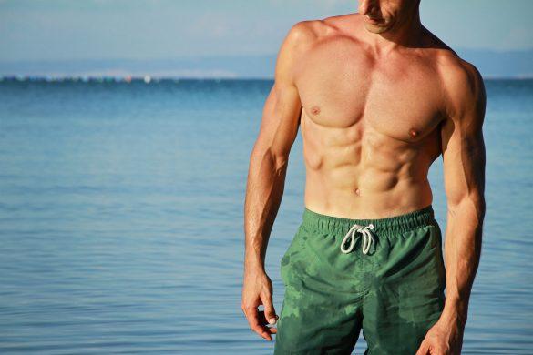 水着の男性