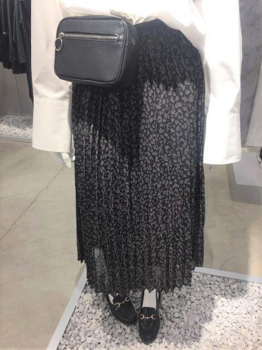 プリントプリーツスカート(レオパード) ¥1,990(7月上旬発売予定)
