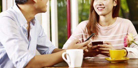 男性と女性 カフェ