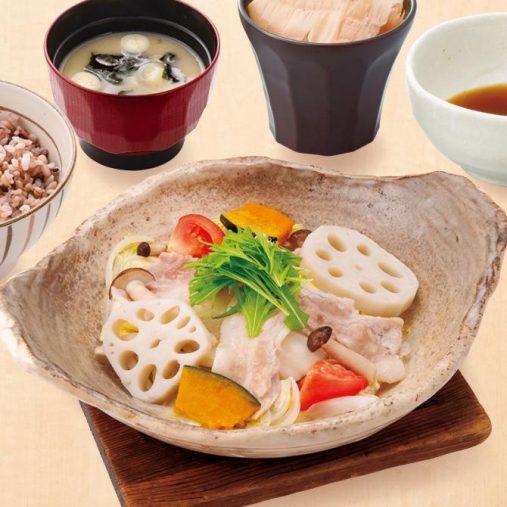 「野菜と豚の蒸し鍋定食(534kcal)」