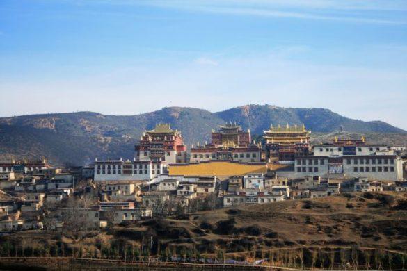 雲南省北部の香格里拉(シャングリラ)ソンツェリン寺