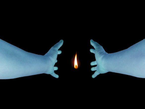 リビングを回る火の玉のイメージ