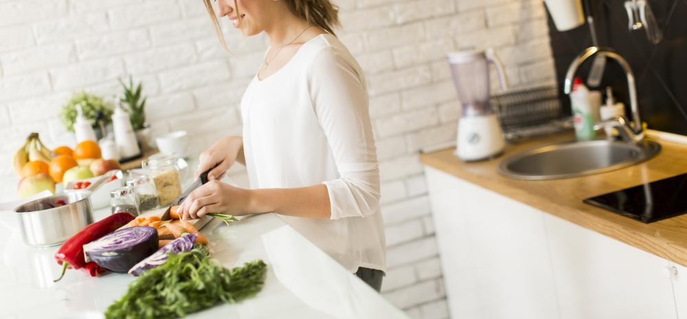 家庭的な女性 キッチン