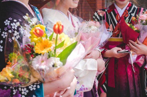 大学卒業式袴姿女学生