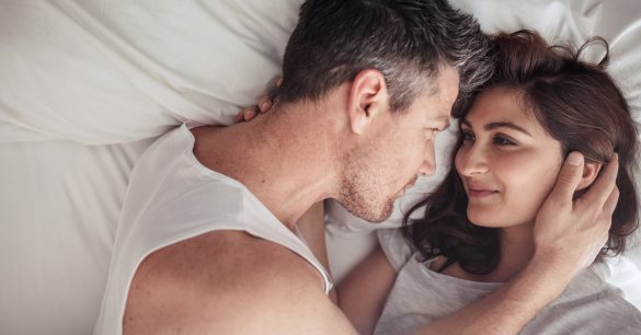 ベッドカップル