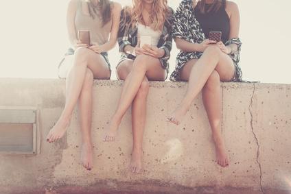 女友達3人女性