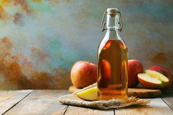 食事の前に特製リンゴ酢ドリンクを飲む