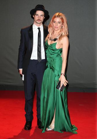 元婚約者のトム・スターリッジ(左)とシエナ(右)