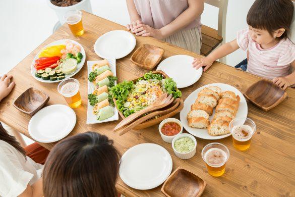 親戚の集まりで食事中に「うんち」と叫ぶ子供