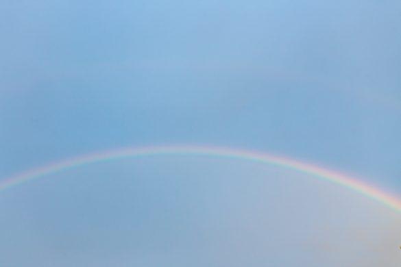 雨がやんで虹まで…地球にも祝福される天皇陛下