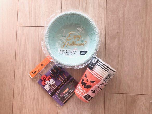 セリア ハロウィングッズ「オードブルピック ハロウィンパーティー」、「ペーパーボウル 15cm ゴージャスハロウィン」、「目玉付きハロウィンカップ ハロウィンパーティー」各100円