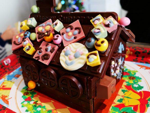 お菓子の家 ヘキセンハウス ●ロイズ「チョコレートの家」2376円 ●ロイズ「チョコレートの家 デコレーションセット」1242円