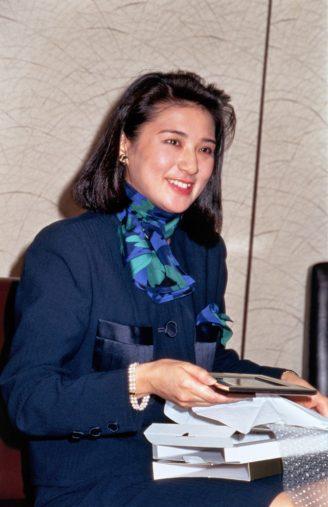 外務省へ退職のご挨拶をされたご結婚前の雅子さま 代表撮影