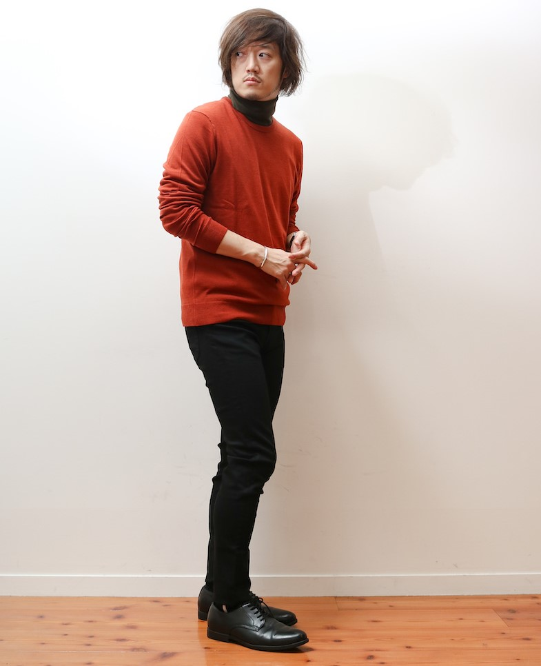 エクストラファインメリノウールセーターを着たMBさん