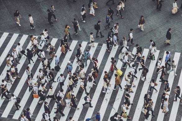 渋谷交差点を歩く人々、森林の回答