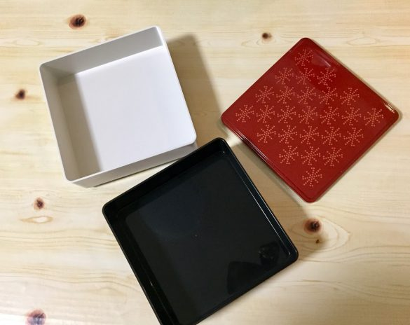 3COINS「角型お重二段」300円