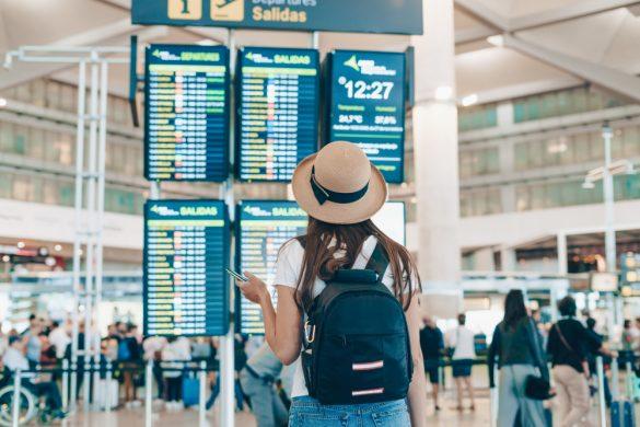 旅行 女性 空港