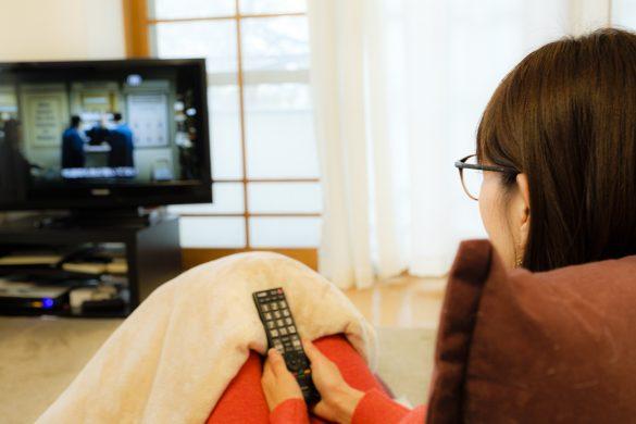 テレビを見る