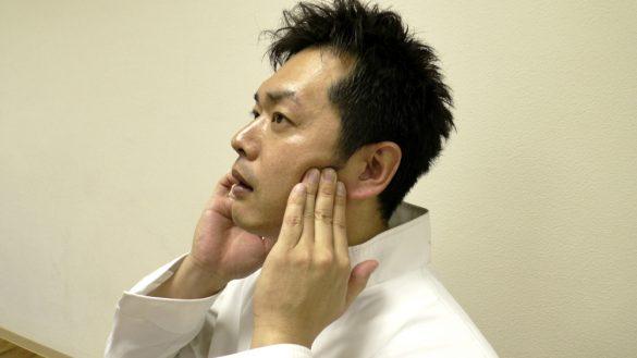 顎関節マッサージ