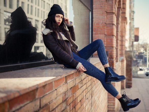 足首が寒そうなモデルの女性