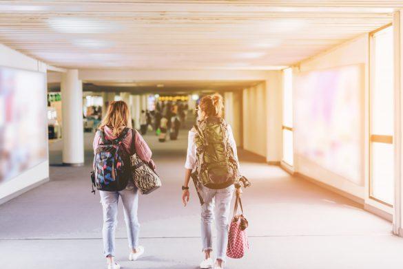 空港で喧嘩する女性、パスポート忘れたほうがなぜかキレる