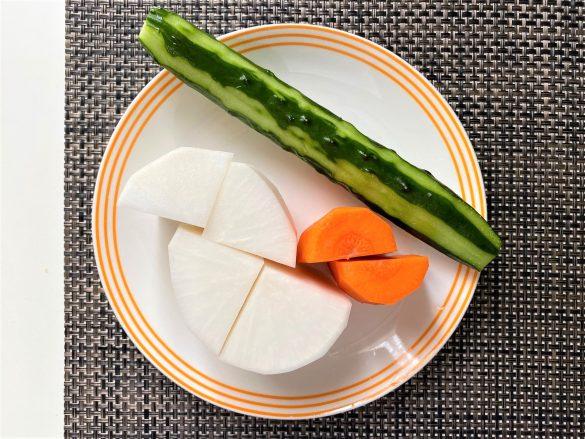 (2)水洗いして水気を切ったカット野菜