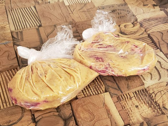 味気ない牛肉を 最高の熟成ステーキにする方法 ステーキ1枚につき、味噌大さじ2+酒大さじ1
