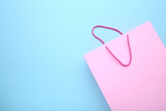 ピンクの紙袋