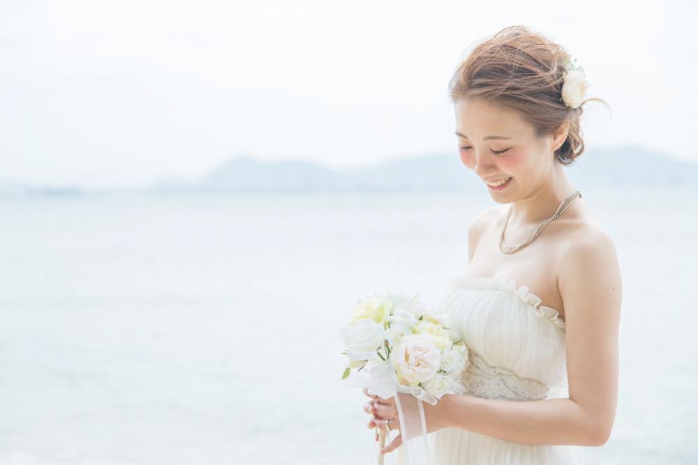 新婚旅行で後撮り 結婚式 新婦