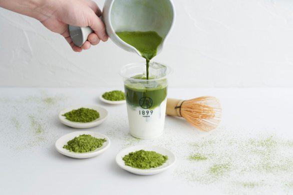 「抹茶ラテ」はその場で茶せんでたてた抹茶を使用