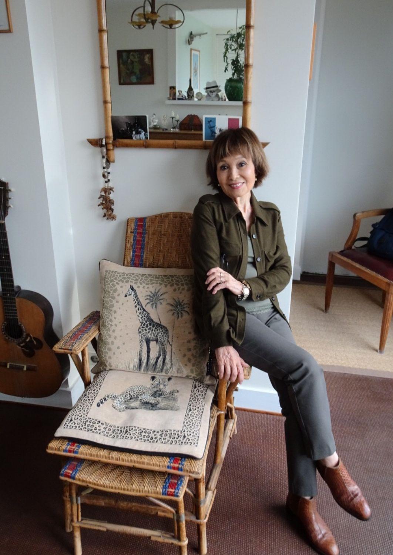 夫のクロードさんがディジョンの実家から持って来た義父の籐の椅子。ほっこりと温かい