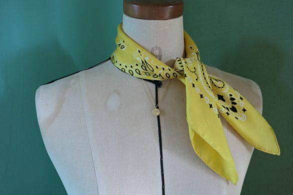 アイテム1 シルクバンダナスカーフ