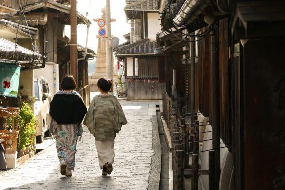 着物和服女性2人広島県福山市鞆の浦