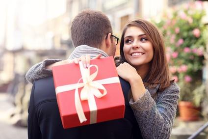 プレゼント、ギフト贈り物カップル