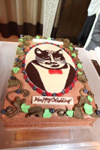 テトちゃんの写真を元に作られたウエディングケーキ