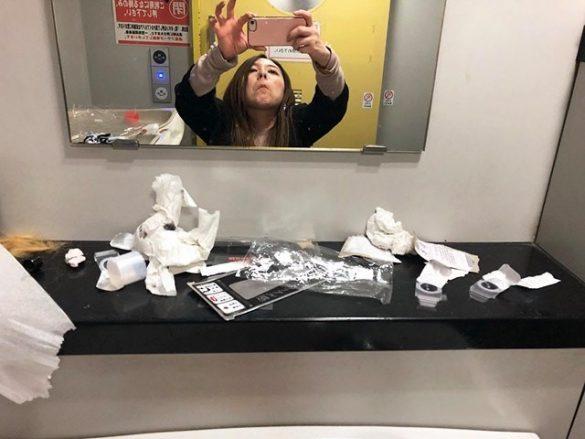 ゴミだらけのトイレ3