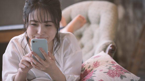 寂しさを紛らわすため婚活アプリに登録した女性