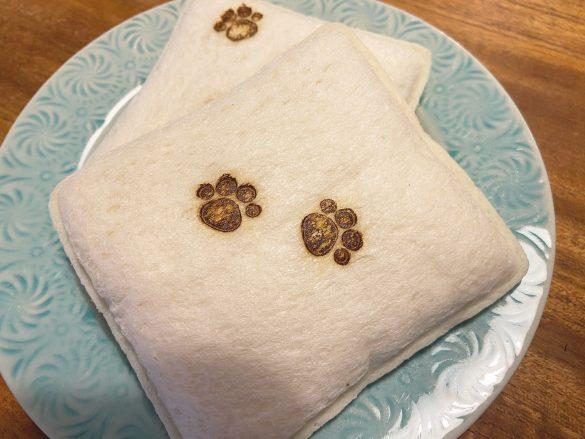 肉球の焼き印にメロメロ… パン