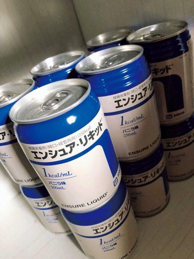 冷蔵庫には大量の栄養補助ドリンクをストック。朝1本飲んだだけで過ごす日もあるとか